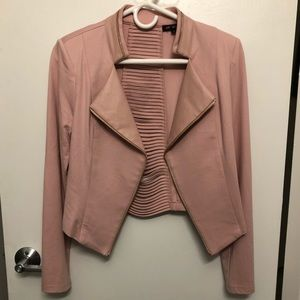 Blazer/Jacket! Perfect for going out